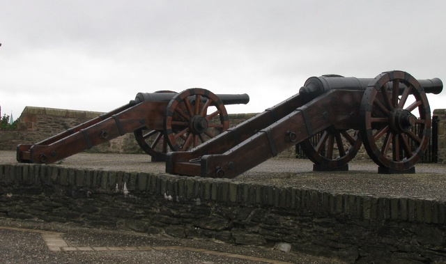 Derry - City Walls - Cannon.jpg